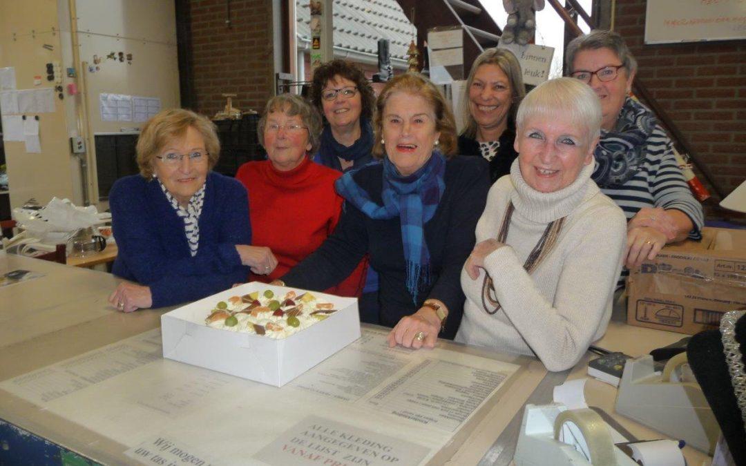 'Hartelijk dank' taart voor Kringloopwinkel Reeuwijk